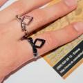 кольцо руна на пальце