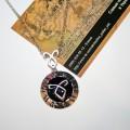 Рельефный черный медальон руна ангельская сила