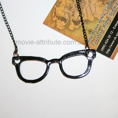 Черная подвеска очки из Glee