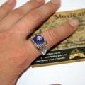 Фото на руке, кольцо Кэролайн