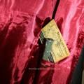 Внутри мантии карман для волшебной палочки
