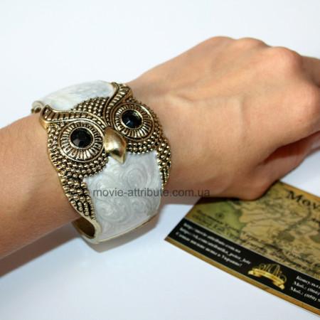 Браслет сова на руке