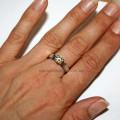 Кольцо Белоснежки на руке