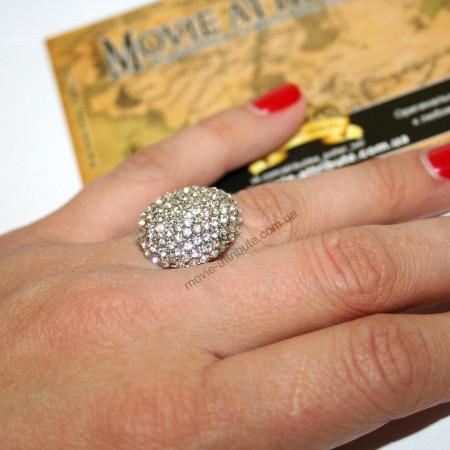 Кольцо беллы с камнями. Фото на руке