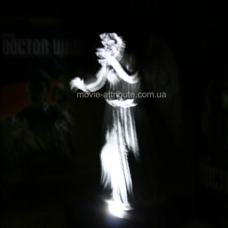 Ночник Плачущий Ангел в темноте