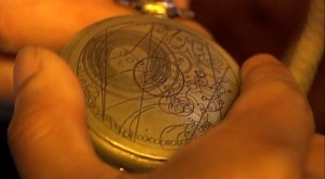 Часы арка хамелеона в руке Мастера - профессора Яна