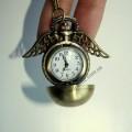 Часы снитч с резными крылышками