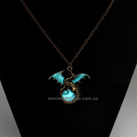 Кулон дракон Визерион светится в темноте