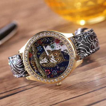 Красочные модные часы с совой